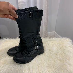 Bumper black boots size 7
